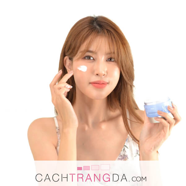 Cách thoa kem dưỡng da đạt hiệu quả cao, đúng chuẩn từ chuyên gia