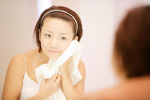 Những gì bạn cần chỉ là một chiếc khăn ấm và áp lên mặt hoặc xông hơi với nước nóng