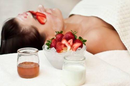 Trắng hồng & phảng phất mùi hương tươi mát với kem dưỡng thể trắng da toàn thân từ dâu tây
