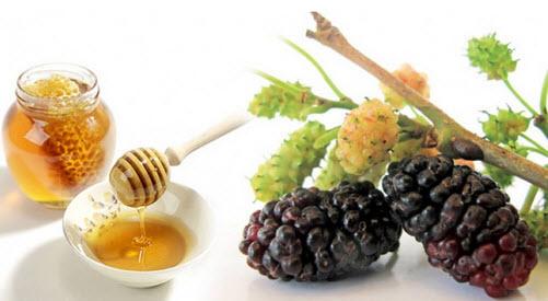 Cách dưỡng trắng da hiệu quả từ mật ong và dâu tằm giúp làn da trắng đẹp, quyến rũ hơn