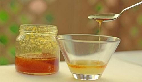Cuối cùng, cho 1 muỗng cà phê mật ong