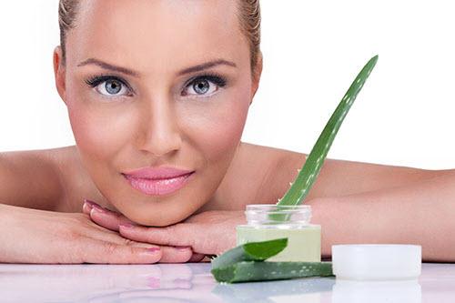 Bạn có thể áp dụng 10 làm trắng da mặt từ nha đam và chanh tại nhà thật dễ dàng