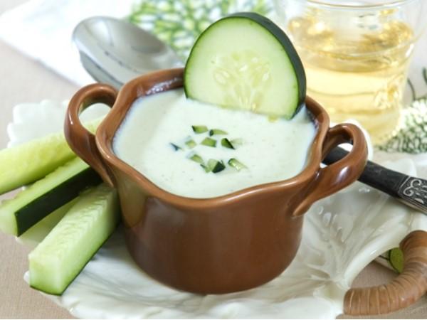 Cách làm trắng da mặt hiệu quả nhanh từ dưa chuột và sữa chua