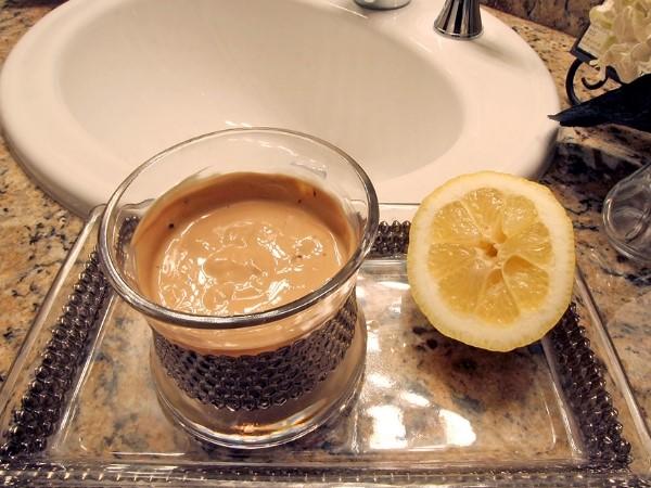 Cách làm trắng da mặt từ cà phê, mật ong và nước cốt chanh