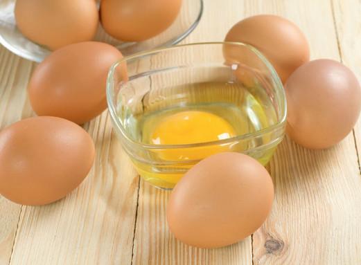 Cách trị mụn đầu đen hiệu quả từ lòng trắng trứng gà