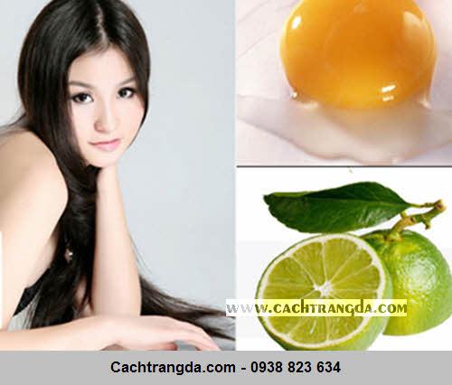 Hỗn hợp lòng trắng trứng và tinh chất chanh giúp loại bỏ chất nhờn trên da.