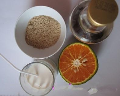 hỗn hợp kem tắm trắng với thành phần chính là cám gạo