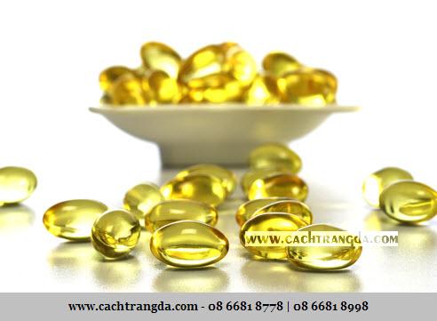 Xoa dầu vitamin E thường xuyên lên vết thâm 2 - 3 tuần/lần giúp giảm thâm và nám