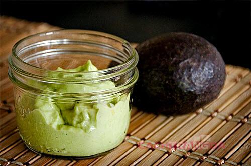 Tự làm mặt nạ tự nhiên từ Bơ, dầu olive và mật ong