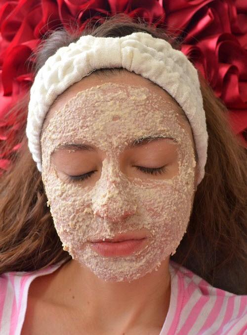 Cách làm trắng da mặt bằng Bột yến mạch và Mật ong