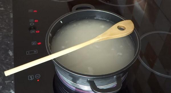 Cách làm trắng da mặt bằng toner gạo
