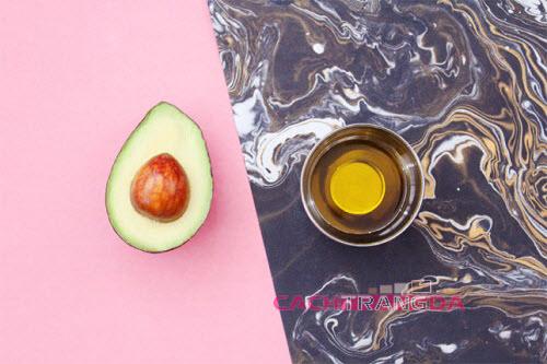 Mặt nạ dưỡng ẩm bằng dầu ôliu và quả bơ