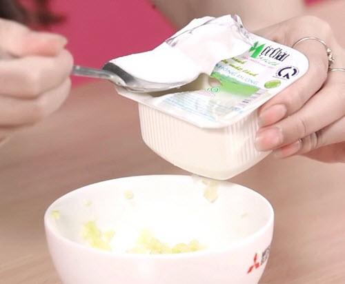 Cách làm trắng da mặt nhanh nhất bằng Sữa chua + Dưa chuột