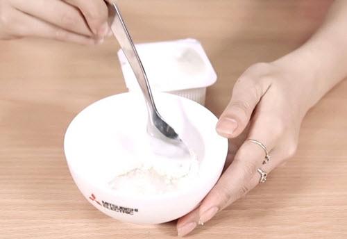 Cách làm trắng da mặt nhanh nhất bằng Sữa chua + Bột mì