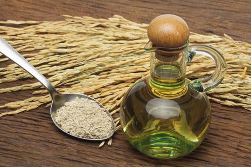 Cách làm trắng da toàn thân bằng cám gạo và dầu oliu
