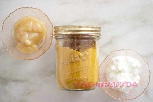 Cách dưỡng trắng da trị mụn từ Mật ong và Bột nghệ