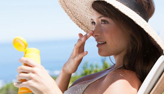 Chống nắng cũng giúp phòng ngừa mụn