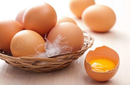 Cách chăm sóc da mặt bằng trứng gà cực rẻ tiền