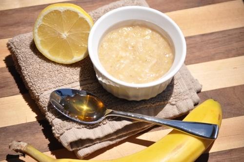 Cách chăm sóc da nhờn và mụn bằng Chuối + Mật ong