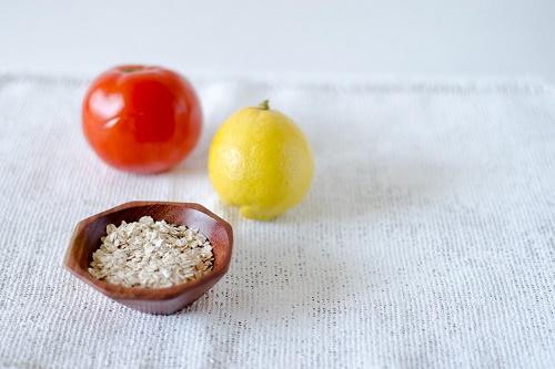 Cách làm đẹp da mặt tự nhiên từ Cà chua và yến mạch