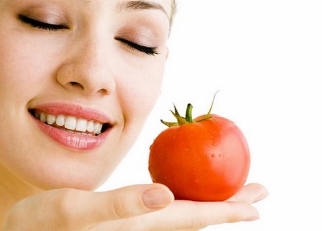 Những công thức làm đẹp da mặt bằng cà chua chắc hẳn sẽ làm bạn bất ngờ