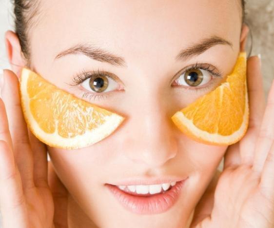 Cách làm đẹp da mặt tự nhiên từ Cam cực rẻ và hiệu quả