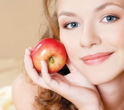 Với quả táo, bạn sẽ có 1 công thức dưỡng da vào ban đêm cực kỳ hiệu quả mà lại đơn giản