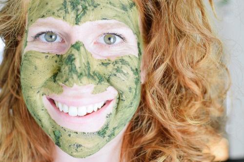 Cách làm mặt nạ dưỡng trắng da bằng Dưa leo và Bột trà xanh
