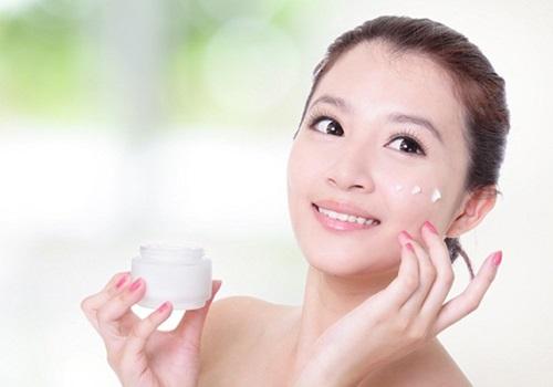 Nên dưỡng da sau khi sử dụng sữa rửa mặt