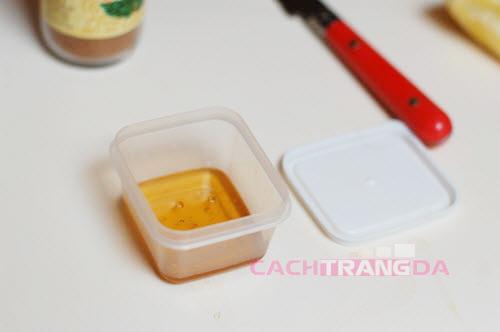 Mặt nạ dưỡng trắng da trị mụn từ Bột quế và mật ong