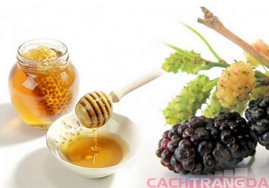 Mật ong và dâu tằm – bí quyết dưỡng trắng da toàn thân cực kỳ hiệu quả